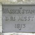 pamätná tabuľa pripomínajúca povodeň, umiesrnená na zvyškoch opevnenia na Stadlerovom nábreží
