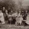 1. F. Machold III.;   2. Petronella M., rod. Sterková, manželka;   3. Filip Machold IV.,   4. Brigita M., rod. Majthanová, jeho druhá manželka (foto z rodinného posedenia v záhrade domu na Hornej ulici č. 18, medzi rokmi 1910 - 1914)