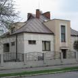 dom na Skuteckého ulici č. 18 (dom pôvodne slúžil pre riaditeľa susednej kovorobnej školy)