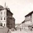 predajňa Karola Beniača sa nachádzala na prízemí jeho domu na Hornej ulici č. 26 (druhý dom z prava)