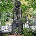 kenotaf (symbolický náhrobok) Oszkára Petrogalliho (* 1874 - † 1925) - poslanec uhorského snemu