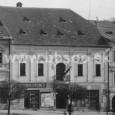 Mestská sporiteľňa pražská mala svoju filiálku pôvodne v pravej časti prízemia radnice