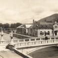 rok 1928 – budova parných a vaňových kúpeľov s biografom stála neďaleko železničnej stanice Banská Bystrica - mesto