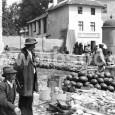 trh na Hornom námestí v roku 1928 (na mieste domov v pozadí dnes stojí budova hlavnej pošty)