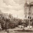 pred budovou kaviarne okolo roku 1910