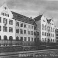 budova Gymnázia Andreja Slákoviča pri mestskom parku