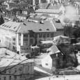 Dolná komorská bašta sa nachádzala hneď pod Národným domom (budova s ihlanovou strechou). Asanovaná bola krátko po dokončení Národného domu v roku 1930.