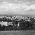 """pohľad na mesto z """"Belvederu"""" (v pravej časti záberu domy na bývalej Hutnej ulici, dnes Cesta na štadión)"""