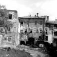 dvorné trakty domov na Dolnej ulici č. 8, 10 a 12 (zľava)