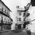 vo dvore domov na Dolnej ulici č. 4 a 6 (rok 1987)