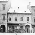 domy na Námestí SNP č. 9 - potraviny u Klimov, č. 10 - pekáreň a č. 11 - Zlatý bažant (rok 1955)