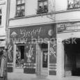 dom na Dolnej ulici č. 20 v roku 1956 (dnes piváreň Smädný mních)