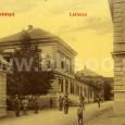 """kasárne na Skuteckého ulici (v prízemnom objekte vľavo je dnes kaviareň """"Copia"""", v budove vpravo je konzervatórium)"""