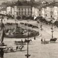 konské povozy dlhé roky popri automobiloch dotvárali atmosféru námestia (rok 1932)