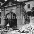 v roku 1955 dochádza k likvidácii vstupnej brány a čiastočnej asanácii spodného krídla budovy, ktoré zasahovalo do cesty v Kapitulskej ulici (autor: Pavol Scholtz)