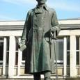 socha sa v súčasnosti nachádza v Komárne, odkiaľ bola dovezená za vojnového Slovenského štátu do Banskej Bystrice)