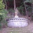 po skončení II. svetovej vojny bola na prázdny piedestál umiestnená soch partizána