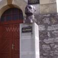 busta gen. M. R. Štefánika pred zvonicou v mestskej časti Sásová