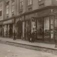predstavané výkladné skrine na dome v Dolnej ulici č. 7 okolo roku 1920