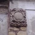 kartuša na mestskej hrobke s menom staviteľa a rokom výstavby