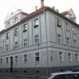 mestský obytný dom železničních úradníkov na rohu ulíc Železničiarskej a Československej armády