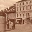 v ľavej časti záberu vidno podobu trafostaníc, ktoré boli umiestnené v centre mesta po jeho elektrifikácii
