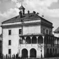 pôvodná budova radnice v hradnom areáli, prvé sídlo stálej expozície múzea SNP