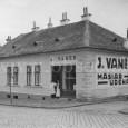 dom na rohu ulíc Hornej a Železničiarskej, kde sa nachádzal hlavný závod s predajňou Josefa Vaněka