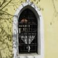 okno na bočnej stene kaplnky