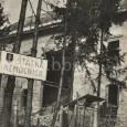 rok 1945 - budova poškodená bombardovaním (pri pohľade zo súčasnej zastávky MHD na Ceste k nemocnici)